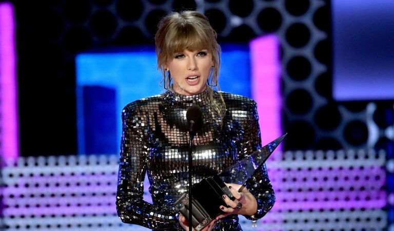 Taylor Swift gets political, sparks surge in U.S. voter registration