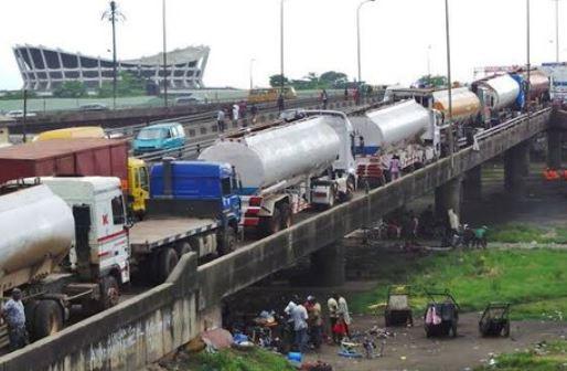 Barely 24 hours after President Buhari's visit to Lagos, petrol tankers return to Eko bridge