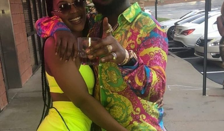 This photo of Davido and his second babymama, Amanda, is causing a stir online