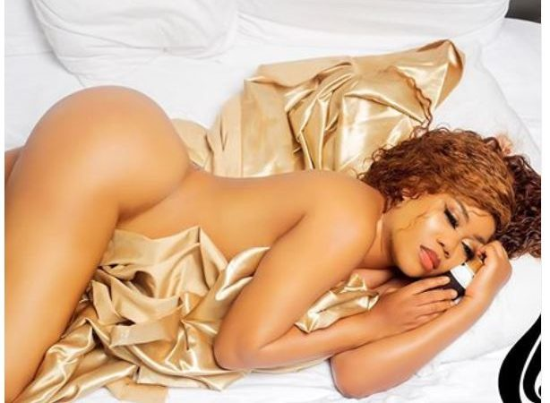 Toyin Lawani flaunts her banging body as she poses completely nude in new racy photo